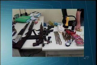 Suspeitos de roubo da agência bancária de Ararendá morrem em confronto com a polícia - Polícia apreendeu armas de fogo com os suspeitos.