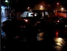 Carro abandonado é encontrado pela Polícia Militar em Valadares - Policiais suspeitaram de veículo por ele estar mal estacionado.