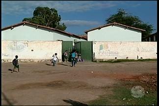 Depois de reportagem do GRTV, Prefeitura de Petrolina vai avaliar problema em Escola - A Escola Municipal Luiz de Souza fica no povoado do Serrote do Urubu e enfrenta problemas de infraestrutura.