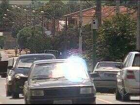 Rua Antônio Saad é sinônimo de perigo em Ponta Grossa - Motoristas e moradores pedem mais segurança.