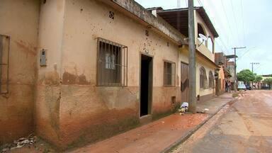 Nível do Rio Muriaé está o dobro acima do normal devido às chuvas - Risco é frequente e cerca de 150 casas já foram interditadas desde 2008. Áreas de risco devem ser desapropriadas a partir de 2014.