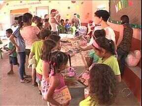 Crianças do distrito de Umuarama recebem doação de brinquedos - As crianças do distrito de Vila Nova União receberam as doações da campanha do brinquedo, uma parceria do Sesc com o Grpcom.