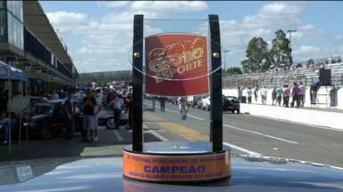 Hoje tem a disputa do troféu GE 35 anos de arrancada - A prova começa ás cinco e meia da tarde no Autódromo Internacional de Cuirita, em Pinhais.