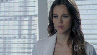 Paloma oferece uma enfermeira para cuidar de seu irmão - Aline se faz de vítima e afirma que não está sendo fácil cuidar de César e do bebê ao mesmo tempo