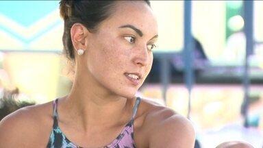 Atleta do ano, Poliana Okimoto é talentosa no mar e na piscina - Campeã mundial de maratona aquática une dedicação e paixão aos treinamentos