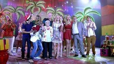 Divertics - programa de domingo, dia 22/12/2013, na íntegra - Claudia Leitte e a trupe do Divertics aprontam no palco do programa