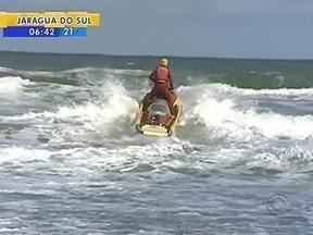 Bombeiros continuam buscas a adolescente em praia do Sul de SC - Bombeiros continuam buscas a adolescente em praia do Sul de SC