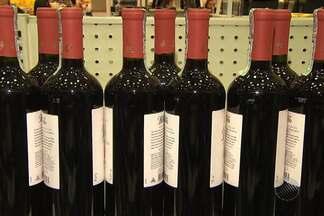 Especialista em vinhos dá dicas de como harmonizar a bebida com os pratos da ceia de Natal - Além do peru, panetone e demais iguarias do Natal, muitas famíalias não dispensam o vinho duramnte a ceia.