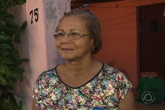 Conheça uma pessoense que vive o espírito natalino o ano todo - A professora Denise ajuda crianças em comunidade do Varadouro, onde mora em João Pessoa.