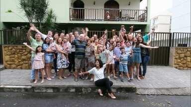 Encontro mostra família de Vitória com mais de 60 pessoas - Eles passam o Natal todos os anos juntos