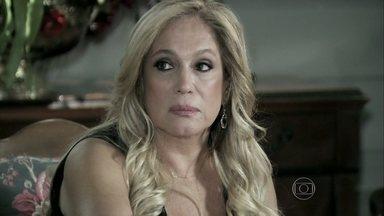 Pilar comunica a Félix que ele não terá as mesmas regalias de antes - O filho desdenha do lanche que a mãe oferece