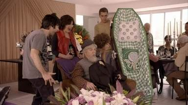 Confira o inovador 'Chá de enterro': um evento de matar - Elenco brinca com a dificuldade das pessoas em saber envelhecer