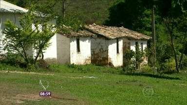 Mochileiros do Mais Você descobrem uma cidade fantasma em Minas Gerais - Na Comunidade do Peixe tem 200 casas mas só uma é habitada, pela Dona Lotinha