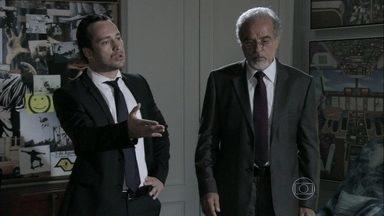 Amadeu e Daniel repreendem Rafael por causa de Linda - Depois do banho de piscina, a garota afirma para Neide, Bernarda e Pilar que gosta do advogado