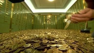 Cofre cheio de moedas, valendo mais de R$ 1 milhão, vai a leilão na Suíça - Cofre tipo do 'Tio Patinhas' guarda 8 milhões de moedas de francos suíços. Suíça é um dos países mais rico do mundo. Milionários do mundo inteiro deixam parte de suas fortunas, confiantes na segurança e no sigilo oferecidos pelos banqueiros.