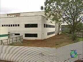 Obra da nova clínica odontológica ganha reforço - Governo do Estado assinou hoje a liberação de R$ 8,5 milhões para o prédio que está sendo construído no campus da Universidade Estadual de Londrina