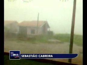 Telespectadores registram chuva no sudoeste - O Sebastião de Planalto e o Guilherme Gerlach, de realeza, enviaram vídeos da chuva para o Paraná TV.