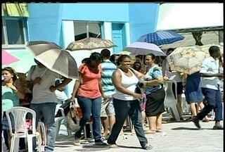 Candidatos enfrentam fila para se inscrever no concurso de Quissamã, RJ - Interessados têm até o dia 20 de janeiro para se inscrever. Salários podem variar de R$ 937,35 a R$ 12.185,66.