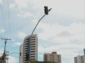 Semáforo é instalado na Avenida Agamenon Magalhães, em Caruaru - Implantação faz parte de plano de mobilidade urbana e está no sentido Cidade/Centro.