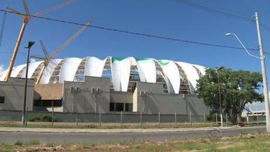 Primeira membrana translúcida começa a ser instalada no Beira-Rio - Esta é a última etapa da cobertura do estádio.