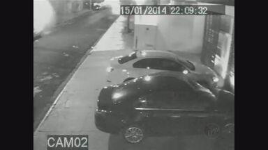 Câmeras de segurança flagram a ousadia de ladrões em Ribeirão Preto, SP - As ações foram registradas no Jardim Paulista, no Jardim Botânico e no Jardim América.
