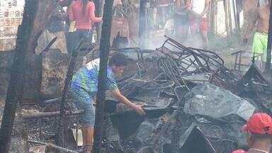 Incêndio destrói 25 barracos em comunidade na Campina do Barreto - Fogo deixou 55 desalojados e duas pessoas ficaram feridas.