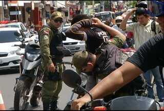 PM faz blitz contra a violência no centro de Santarém - A ação também verificou situações irregulares de veículos e condutores.
