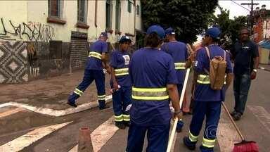 Dependentes de crack têm primeiro dia de trabalho em projeto de São Paulo - Novo programa também prevê cursos de capacitação, que ainda não têm data para começar; Eles vão receber também comida e moradia.