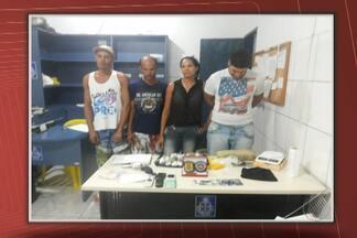 Quatro pessoas são presas em Entre Rios suspeitas de tráfico de drogas - Entre os presos está um advogado, que segundo a polícia seria o líder da quadrilha.