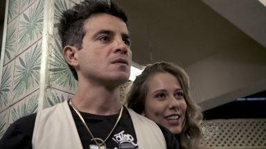 Carlito fica com ciúmes de Valdirene - Ele descobre que ela vai posar nua