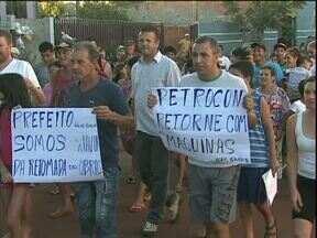 Moradores do bairro Colméia protestam pelo fim das obras de asfalto - Empreiteira interrompeu as obras na última sexta-feira.