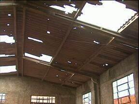 ParanáTV mostra abandono de salões comunitários de Cascavel - Na maioria deles as estruturas estão destruídas e sem condições de uso.