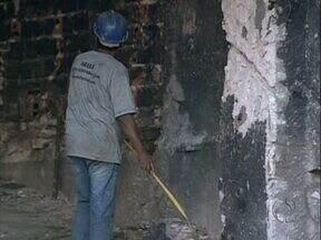 Dois anos após incêndio, Ouro Verde começa a ser reconstruído - Obra vai custar mais de R$ 12 milhões e deve ser entregue até julho do ano que vem.