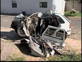 Colisão entre carro e caminhão mata três pessoas - Acidente aconteceu na Rodovia Assis Chateaubriand.