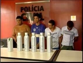 Cinco pessoas são presas por envolvimento com tráfico em Coronel Fabriciano - Eles transportavam drogas em fundo falso de garrafa de bebida.