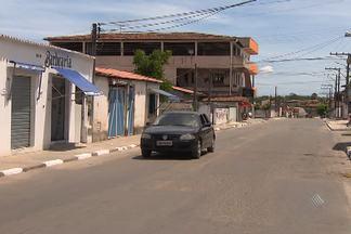 Moradores de Camaçari reclamam de mau cheiro que parece vir do pólo industrial - Eles dizem que não têm conseguido nem respirar direito.
