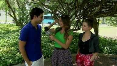 Rainer Cadete e Bruna Linzmeyer falam sobre o romance de seus personagens em Amor à Vida - Atores conversaram com Marcela Monteiro e mostraram torcida por Rafael e Linda