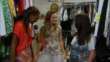 Juliana Paiva mostra figurino descolado de sua personagem Lili - Atriz revela detalhes das peças de roupa estilosas da mocinha de Além do Horizonte