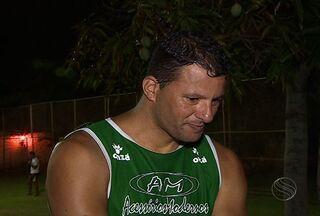 Washington curte as férias com familiares em Aracaju - Ex-jogador do Fluminense, São Paulo e da Seleção Brasileiro veio passar as férias em Aracaju, ele aproveita as férias e joga pelada com amigos sergipanos.