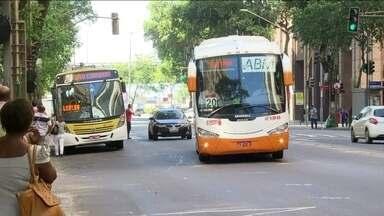 Governo do Rio concede desconto de 50% no IPVA para empresas de ônibus - No início do ano, o governo já tinha anistiado as empresas intermunicipais do pagamento do ICMS. Os usuários criticaram a medida.
