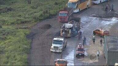 Em 2013, quase metade dos acidentes nas rodovias federais mineiras envolvem caminhões - Em 2013, quase metade dos acidentes nas rodovias federais mineiras envolvem caminhões