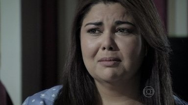 Perséfone reprova Daniel - Durante um jantar, a enfermeira testa os sentimentos do ex-marido por ela