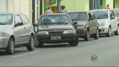 Motoristas sentem dificuldade em encontrar cartão da Zona Azul em Poços de Caldas (MG) - Motoristas sentem dificuldade em encontrar cartão da Zona Azul em Poços de Caldas (MG)