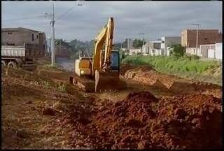 Prefeitura de Montes Claros retoma obras ao redor do córrego do bairro Cintra - Moradores reclamam da demora na execução das obras