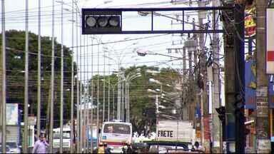 Falta de sinalização na avenida Júlio de Castilho causa problemas no trânsito - Alguns semáforos da avenida se encontram desligados, causando transtornos para o trânsito na região