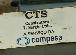 Conserto de vazamento traz prejuízos para moradores de bairro em Caruaru - Segundo eles, a Compesa teria concluído a obra no Bairro Santa Rosa, mas deixou o calçamento danificado.