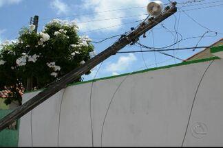JPB2JP: Caminhão provoca queda de 4 postes em Cabedelo - Um deles caiu no terreno de uma casa.