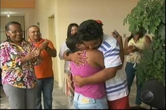 Duas mães reencontram os filhos após participação no quadro 'desaparecidos' - Elas participaram do jornal Bahia Meio Dia nesta quarta-feira (22), em Salvador, e receberam notícias dos filhos antes do fim do programa.