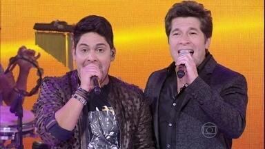 Descontração! Jorge imita Daniel cantando 'Ai se eu te pego' - Dupla recebe sertanejo no palco do Sai do Chão e cantam juntos 'Só dá você na minha vida'