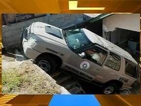 Viatura da PM de Joaçaba atinge residência no Meio Oeste - Viatura da PM de Joaçaba atinge residência no Meio Oeste